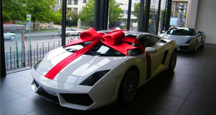 Białe ferrari prezent