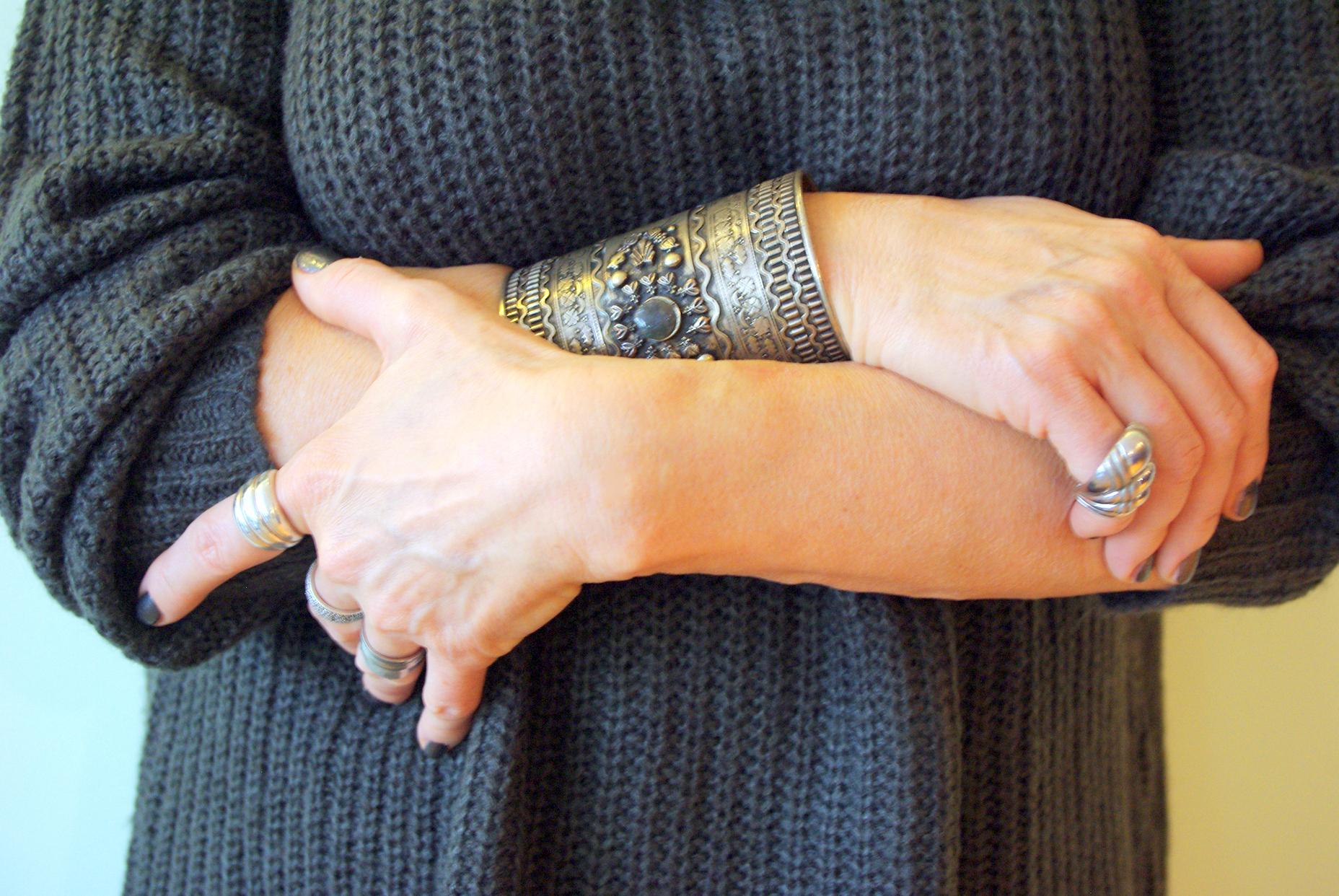 szary ręce